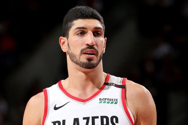 Kanter plays through separated shoulder in win