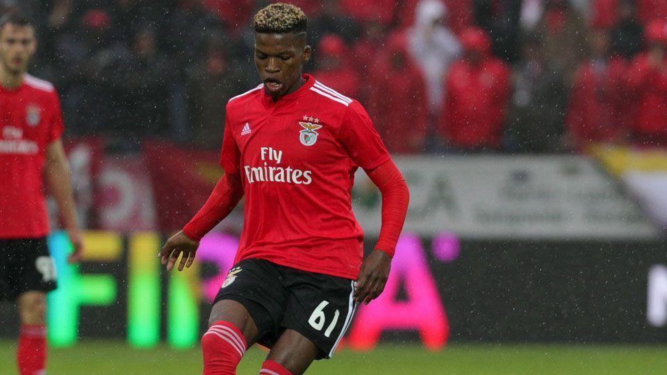 City estuda pagar mais de R$ 300 milhões por jovem com apenas quatro jogos pelo Benfica, diz jornal