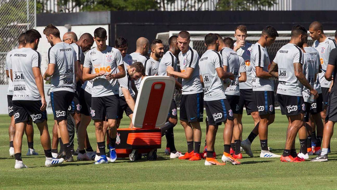 No Corinthians, diretoria se reúne com Carille para definir saídas no elenco