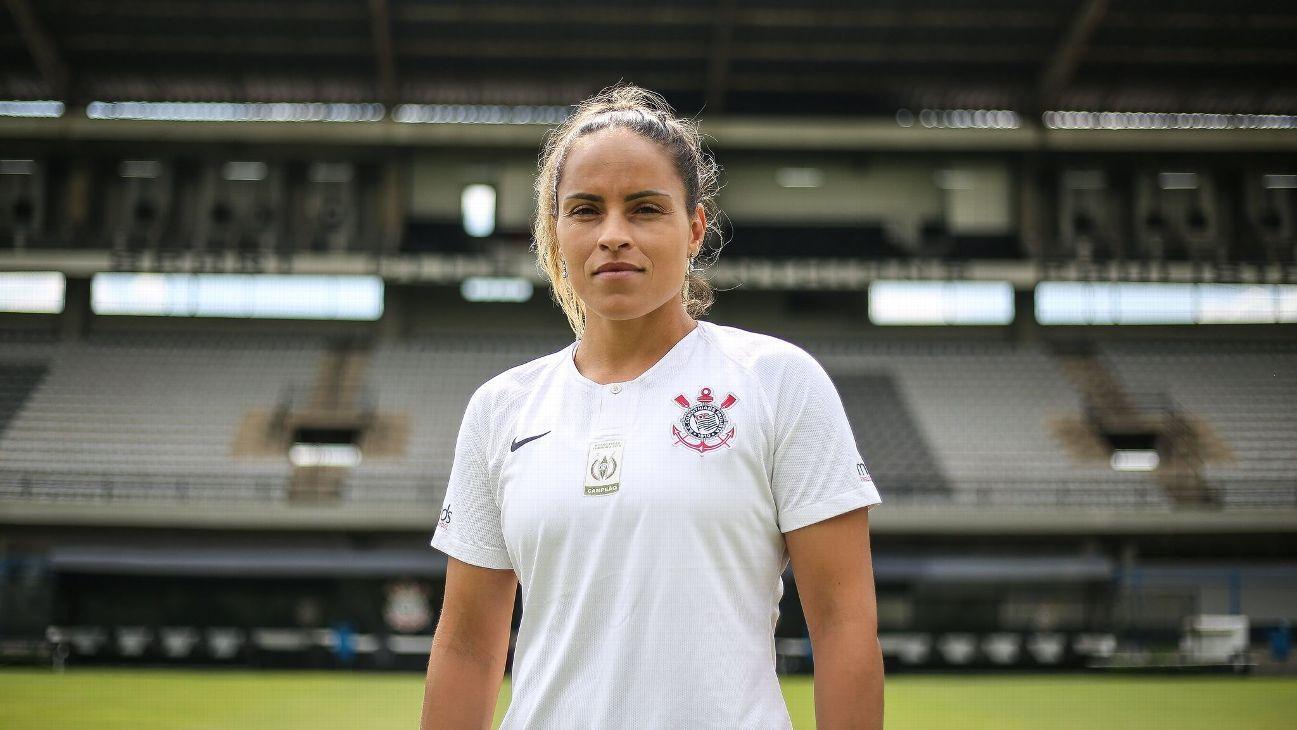 Futebol Feminino: Mônica, zagueira da Seleção Brasileira, assina com o Corinthians