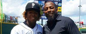 'Donde estoy ahora, es por mi padre': Prospectos que siguen los pasos de sus progenitores en MLB
