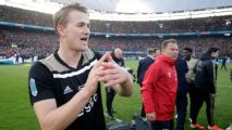 De Ligt arrives at Juventus ahead of expected deal