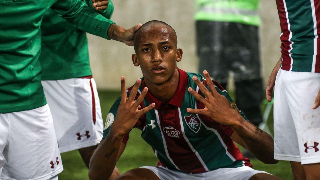 João Pedro foi garimpado pelo Fluminense após viagem de 17 horas de ônibus: 'Parecia o Robinho'