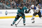 Reports: Karlsson gets 8-year deal from Sharks