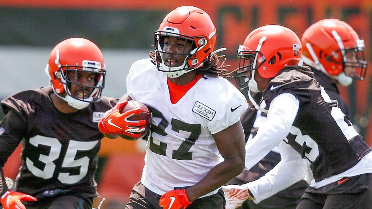 Presencia de los Browns en el bautizo del corredor Kareem Hunt