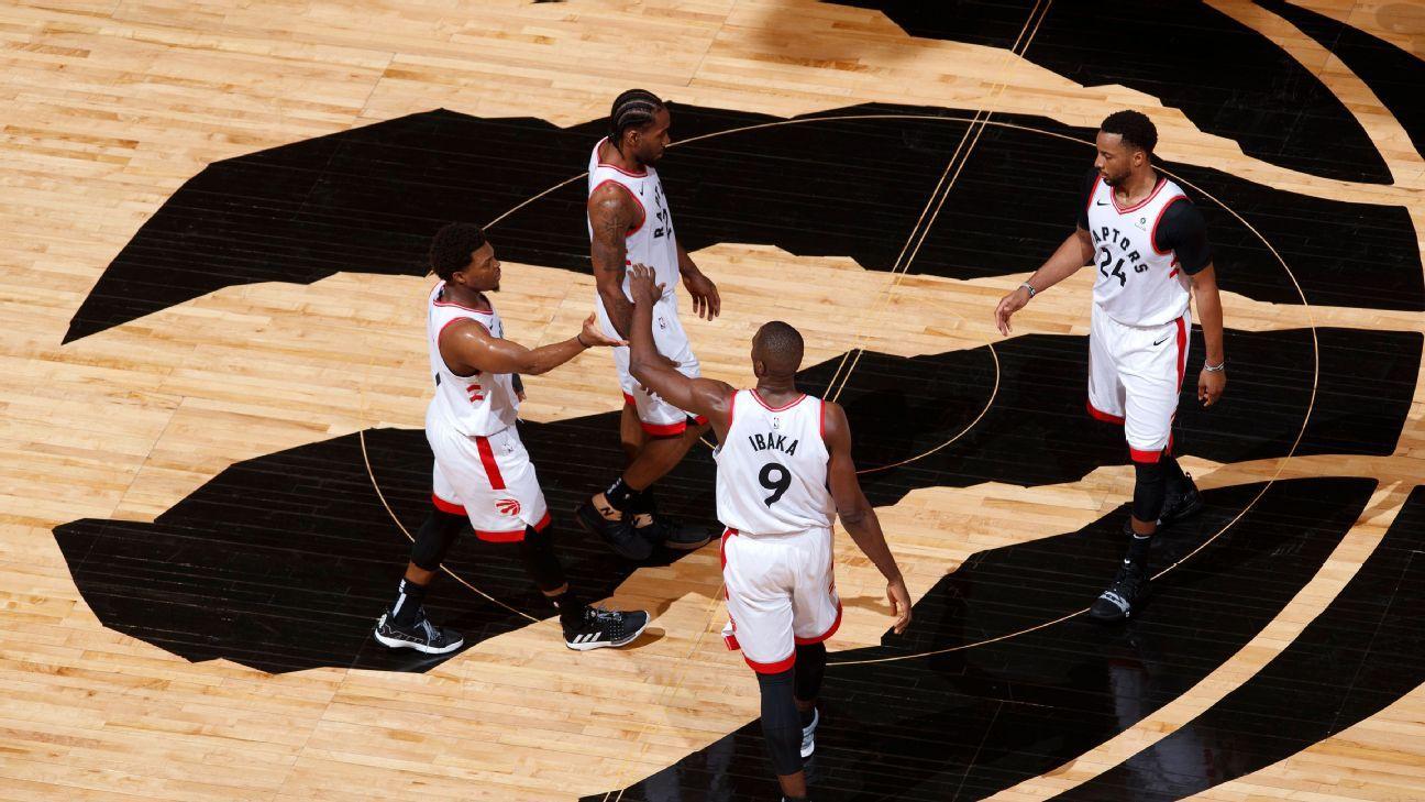 Kawhi joga no sacrifício, Raptors atropelam Bucks e igualam final do Leste da NBA