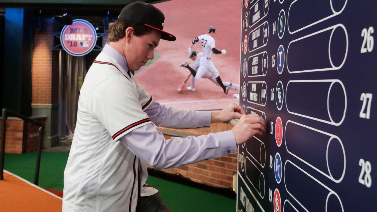 Fuentes: Pitcher cerca de evadir draft con acuerdo en Japón