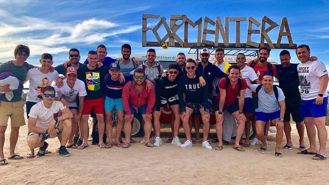 Ronaldo cumpre promessa e leva todo time para férias em Ibiza como prêmio por não cair