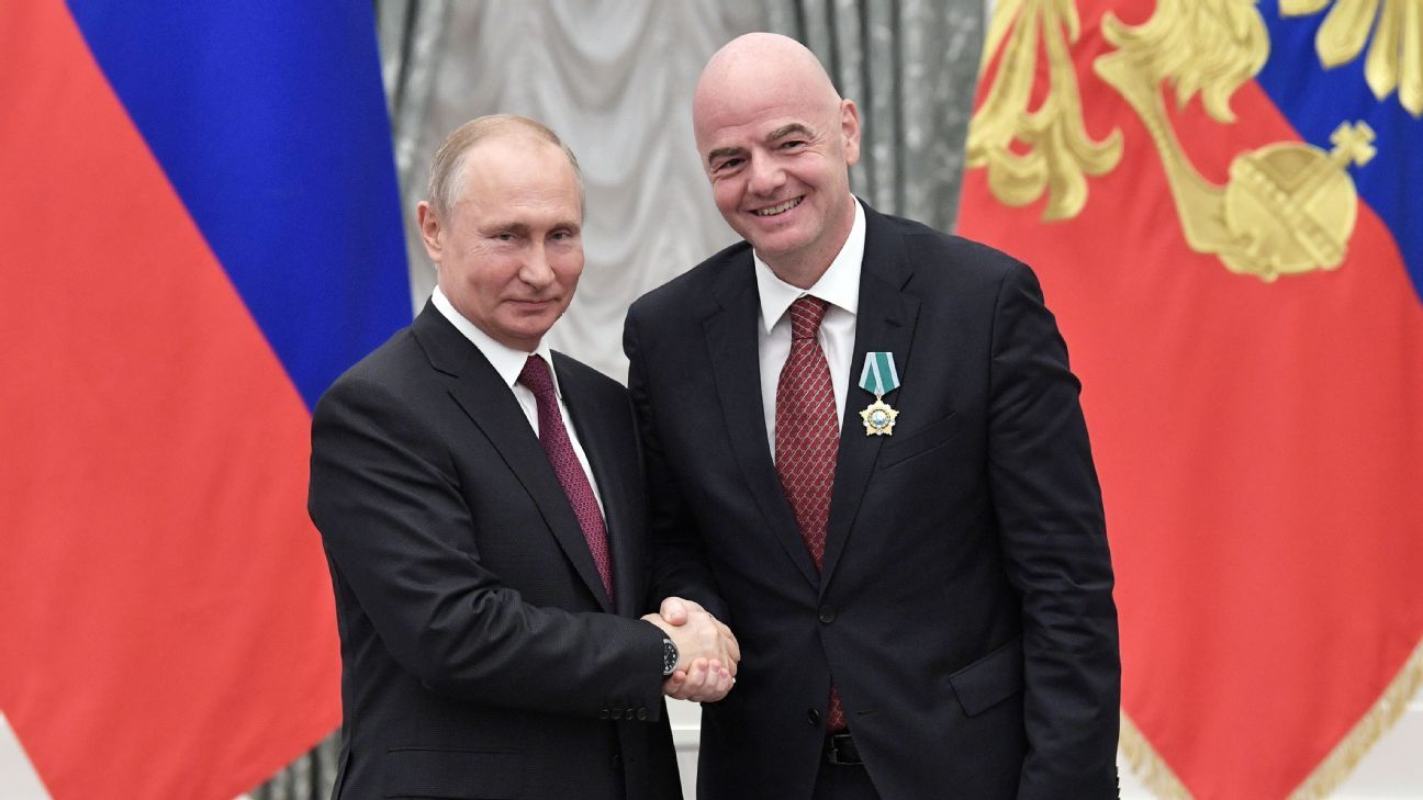 Putin honra a Infantino con medalla estatal por Mundial 2018