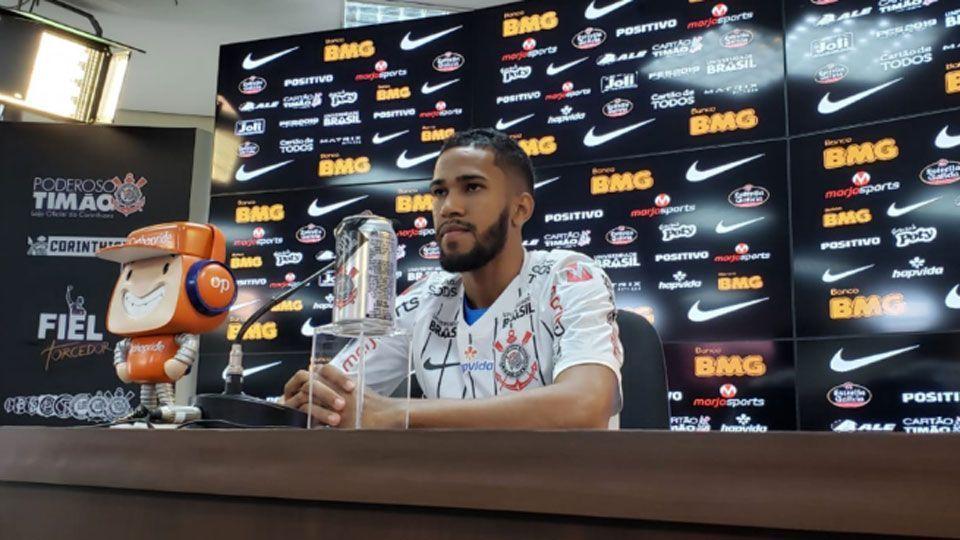 Everaldo se coloca à disposição de Carille e elogia estrutura do Corinthians