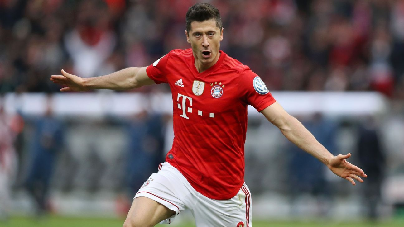 Bayern seal double with Lewandowski brace