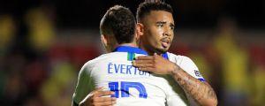 Gabriel Jesus, Fernandinho e... Everton 'Cebolinha'? Manchester City publica foto com jogador do Grêmio e enlouquece torcedores no Twitter