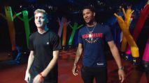 Trocado por Anthony Davis, armador usa camiseta dos Pelicans e é vaiado em Los Angeles