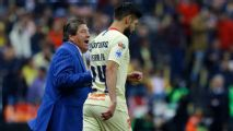 Miguel Herrera: Oribe Peralta no era un referente en América