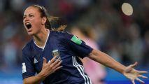 Argentina arranca empate heróico com a Escócia, mas depende de combinação para avançar na Copa do Mundo