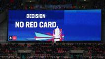 Premier League tentará padronizar três regras do VAR para evitar demora, diz jornal