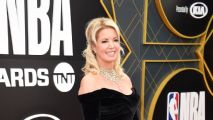 Jeanie Buss califica salida de Magic Johnson como 'sorpresa'; respalda a Rob Pelinka