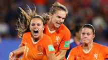 Dutch reach quarters, beat Japan on late pen