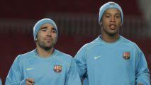 Ex-Barça diz que Ronaldinho e Deco chegaram bêbados a treino e que foram vendidos para não 'estragar' Messi