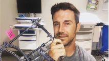 Alex Smith se retira la rodillera ocho meses después de su grave lesión