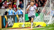 Após classificação, jogadores do Athletico-PR imitam Gabigol e ironizam Flamengo com gesto do cheirinho