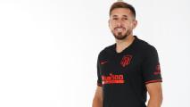 Héctor Herrera promociona el segundo uniforme del Atlético
