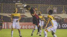 Vitória derrota o Criciúma e deixa a lanterna da Série B provisoriamente