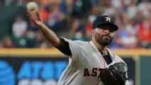 Mexicano Urquidy logra su 1er triunfo en MLB