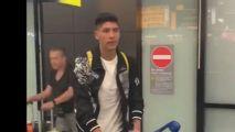 Edson Álvarez llega a Amsterdam para integrarse al Ajax