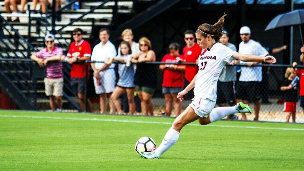 No. 6 Arkansas battles to 1-1 draw with Dawgs
