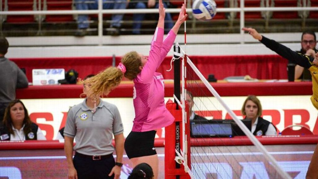Arkansas gets first conference sweep this season