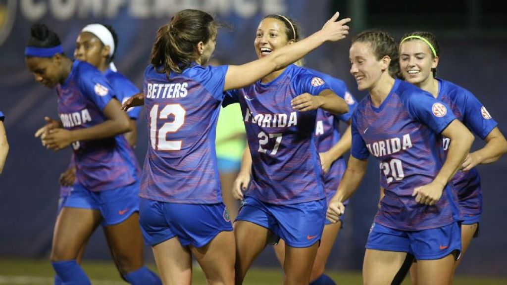 Gators advance to semifinals after upsetting Aggies