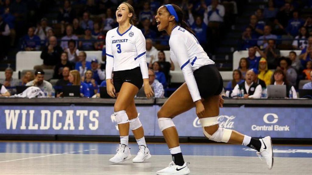 Kentucky sweeps South Carolina