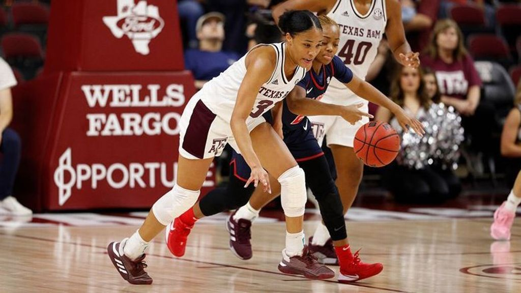 Texas A&M locks Ole Miss down defensively