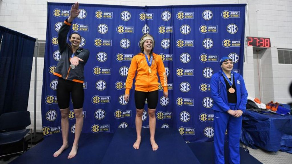 Lady Vols, Gators pull ahead at SEC Championships