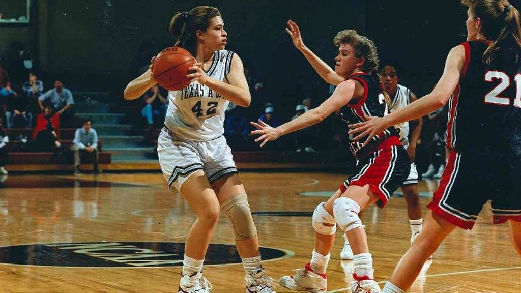 Women's Legend Spotlight: Andrea Williams