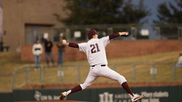 Aggies extend win streak to 10 games
