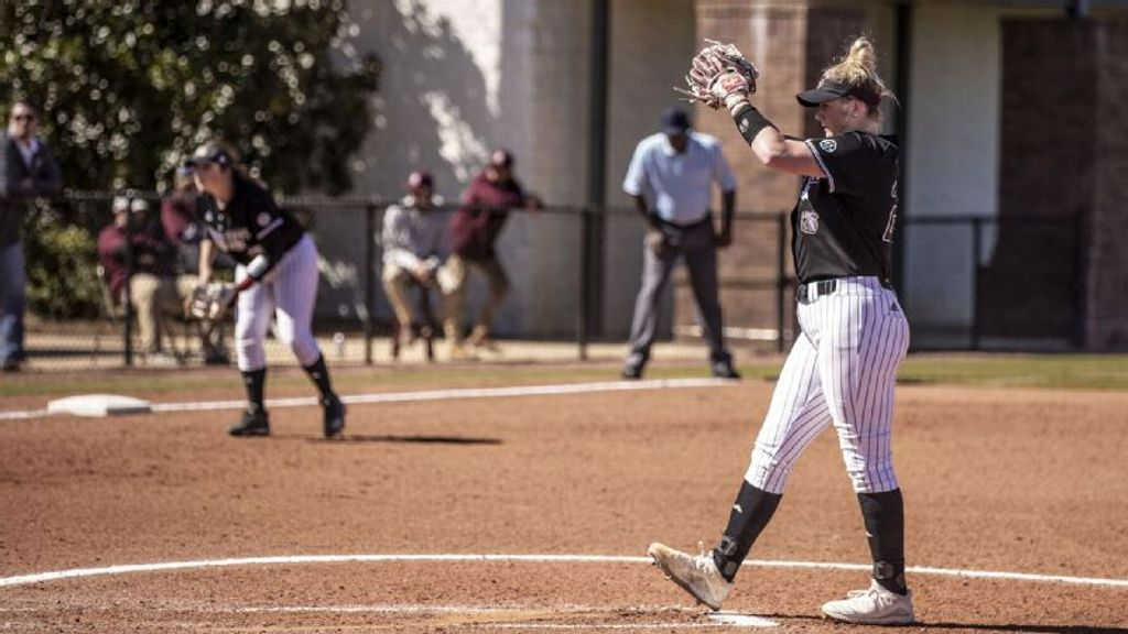 Bulldogs win pitchers' duel for fourth tournament title