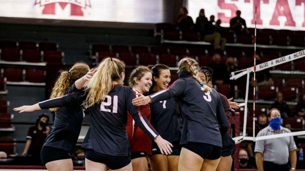 Razorbacks move to 2-0 with another five-set win