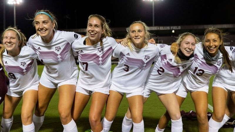 Geczik gets first two goals of career in Aggies' win