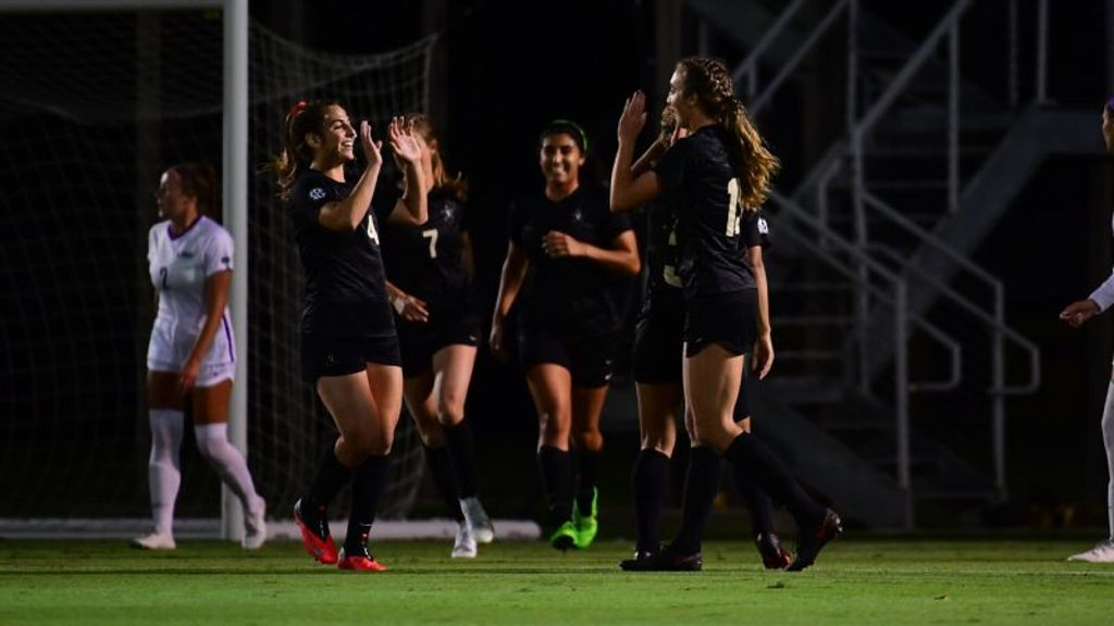Commodores push win streak to three games