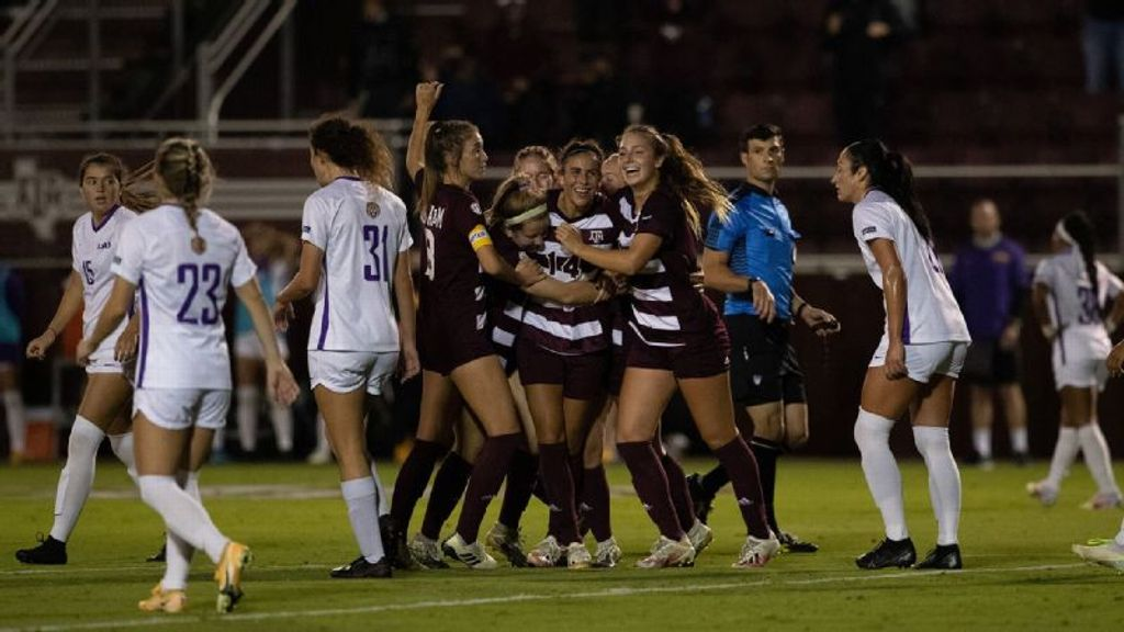 Aggies tally fifth straight win in tight match vs. LSU
