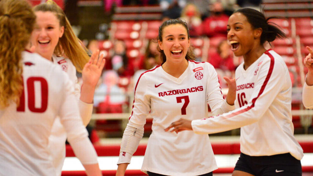 Razorbacks hold off Aggies in upset win