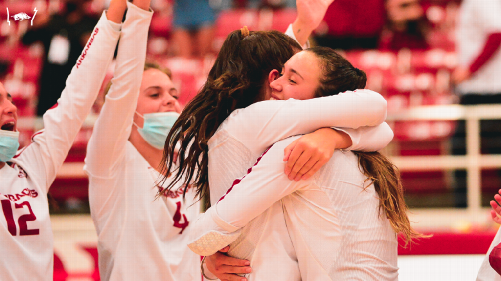 Razorbacks finish fall season with 3-1 win over Aggies