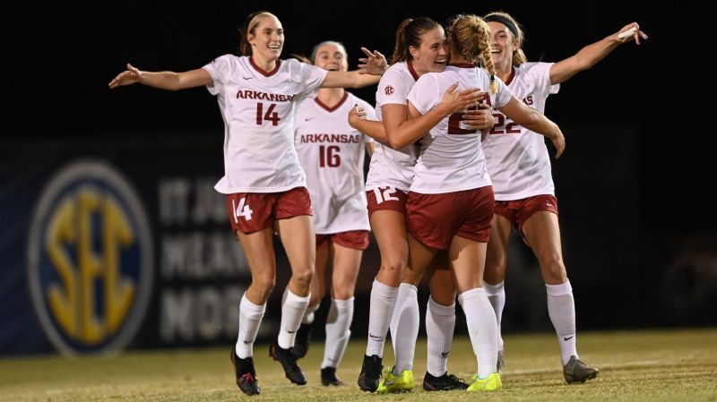 Hogs hold off Gamecocks, return to SEC Championship