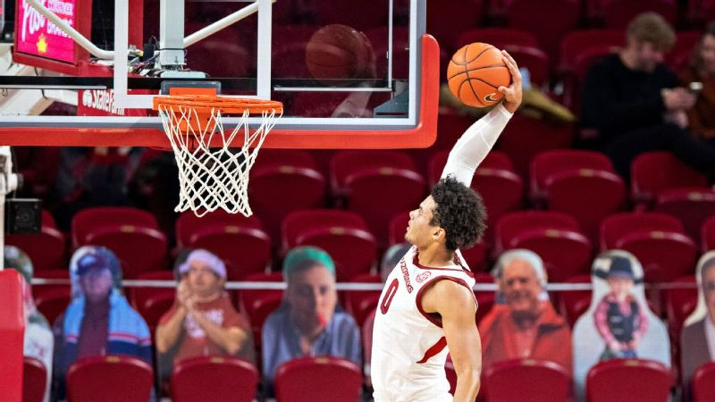 Razorbacks dominate on offense in 142-62 win