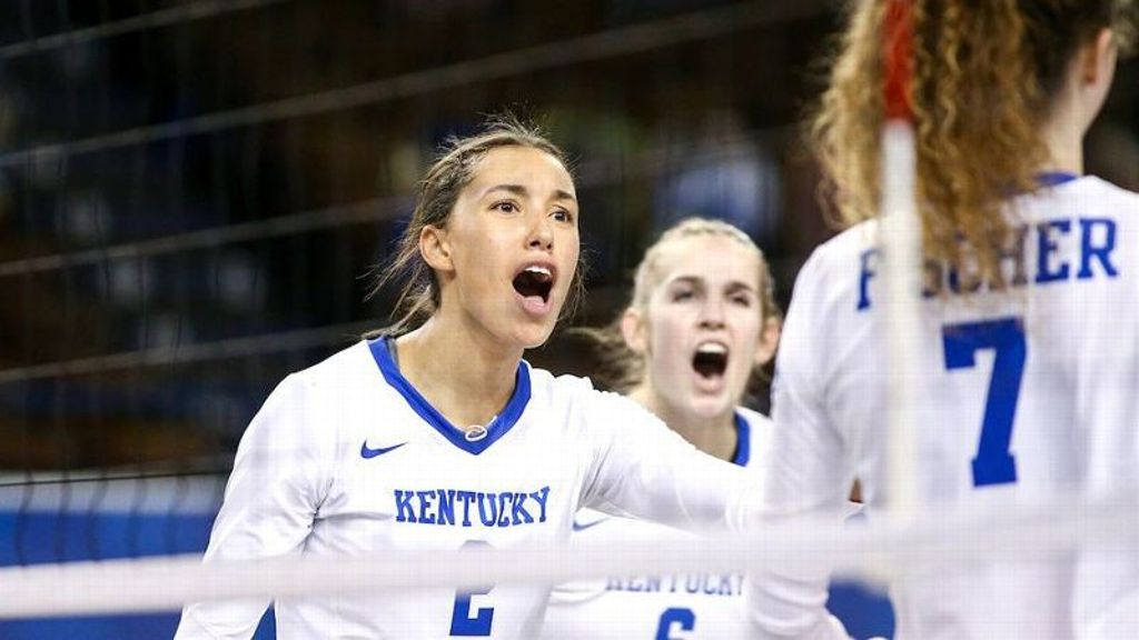 No. 3 Kentucky sweeps Georgia to move to 12-0