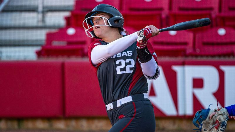 Arkansas sweeps doubleheader against Baylor, McNeese