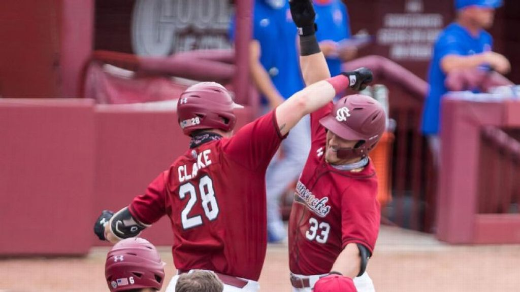 Gamecocks sweep Gators for first time since 2006