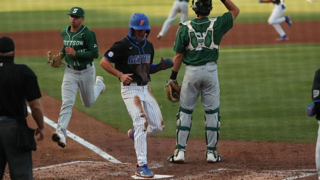 No. 15 Gators pound 13 hits in victory over Stetson